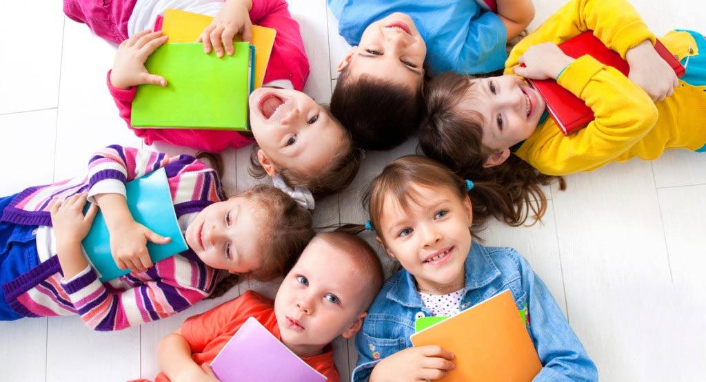 Хоби на децата - детски книжки, тесто за моделиране