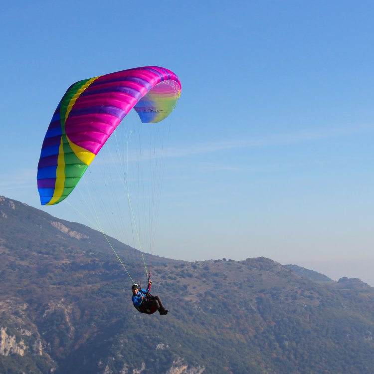 Летене с парапланер - екстремни спортове от акварел - спортни раници акварел